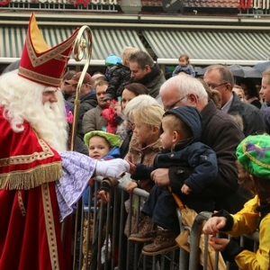 "Sint 2014 • <a style=""font-size:0.8em;"" href=""http://www.flickr.com/photos/135256382@N06/21157685792/"" target=""_blank"">View on Flickr</a>"