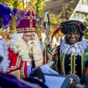 "sinterklaas Asten 2017 • <a style=""font-size:0.8em;"" href=""http://www.flickr.com/photos/135256382@N06/37716333445/"" target=""_blank"">View on Flickr</a>"
