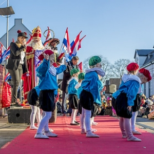 "Intocht Sinterklaas Asten 2018 (74) • <a style=""font-size:0.8em;"" href=""http://www.flickr.com/photos/135256382@N06/44156767820/"" target=""_blank"">View on Flickr</a>"