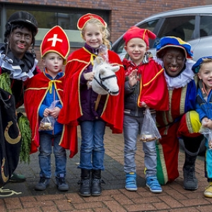 "Sinterklaas in Asten 2016 • <a style=""font-size:0.8em;"" href=""http://www.flickr.com/photos/135256382@N06/30869938992/"" target=""_blank"">View on Flickr</a>"