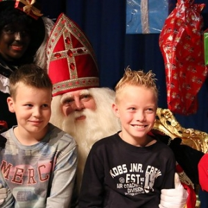 "Sint 2014 • <a style=""font-size:0.8em;"" href=""http://www.flickr.com/photos/135256382@N06/20981121359/"" target=""_blank"">View on Flickr</a>"