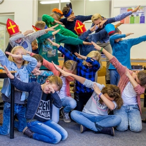 "creamiddag  Sinterklaas Bonifatius school 2016 • <a style=""font-size:0.8em;"" href=""http://www.flickr.com/photos/135256382@N06/30900184736/"" target=""_blank"">View on Flickr</a>"